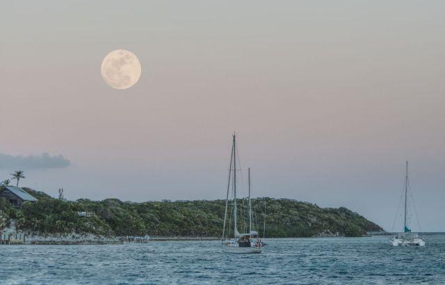rose-island-moon
